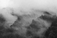 W-japanske-bjerge-i-regndis